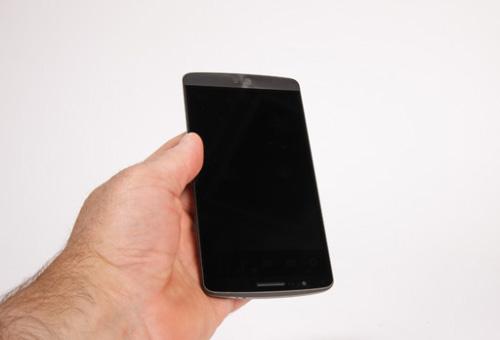 فروشگاه اینترنتی گوشی شاپ | موبایل - الجی جی 3 | LG G3 - 16GBدوربین دوم، سنسورهای مجاورت و کنترل نور و اسپیکر مکالمه در بالای صفحه نمایش قرار دارند و در پایین آن نیز به غیر از لوگوی LG خبری از کلید های سخت افزاری ...
